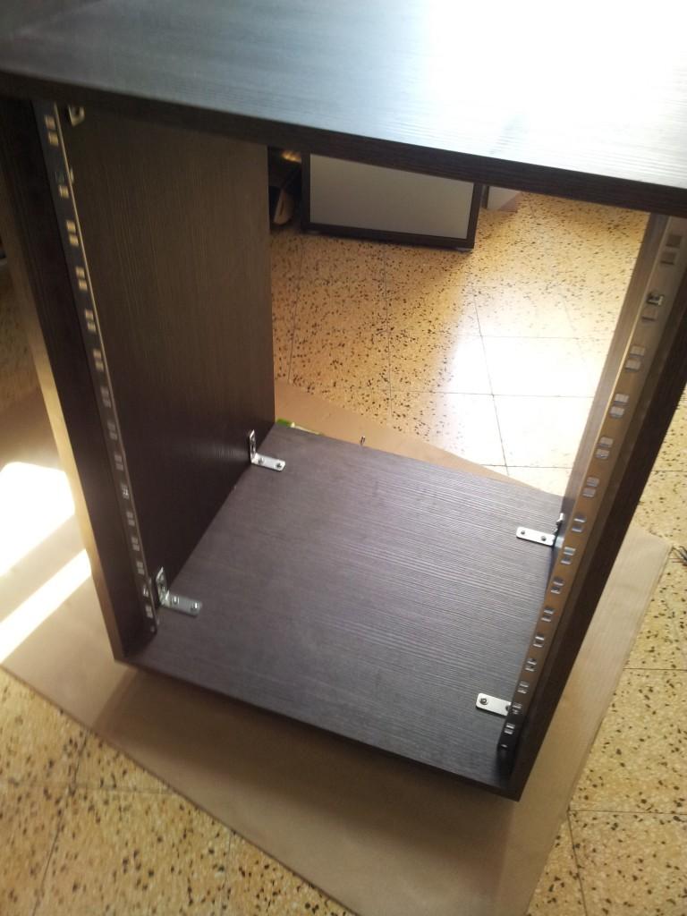 diy une baie informatique bon march et pas forc ment moche en plus plan te. Black Bedroom Furniture Sets. Home Design Ideas