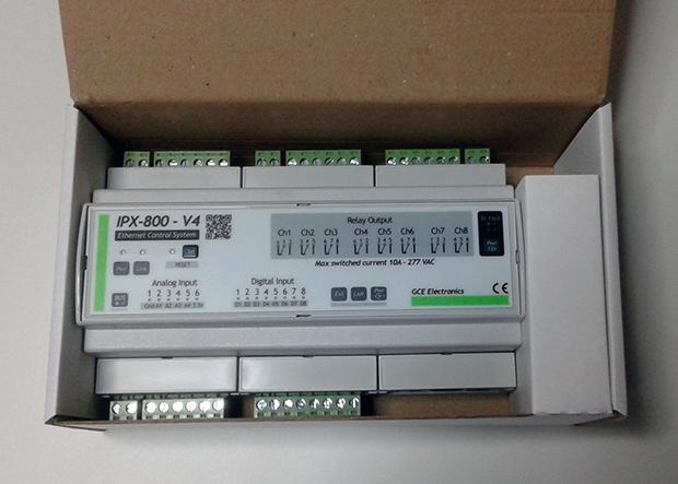 Photo de l'IPX800 v4 dans sa boite