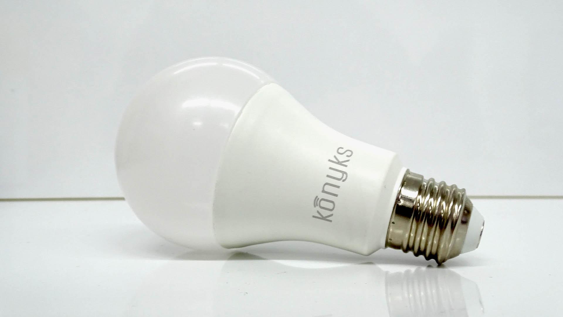 Antalya, l'ampoule WiFi RGB de Konyks compatible Google Home et Alexa