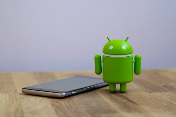 Smartphone Android pour Iqtronic - Quietbits/ShutterStock